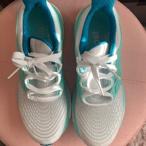 Women's Size 6 1/2 Energy Boost Blue/White